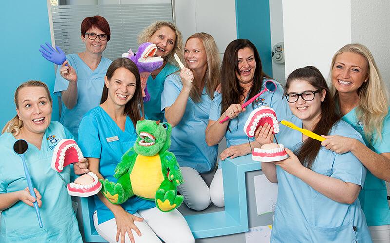 Das Team der Kinderzahnarztpraxis Dentolino in Ulm.