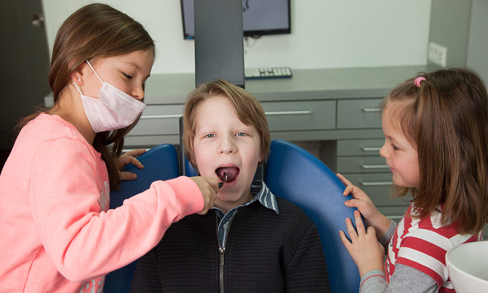 Vollnarkose für das Kind beim Zahnarzt in Ulm: Das müssen Eltern wissen!